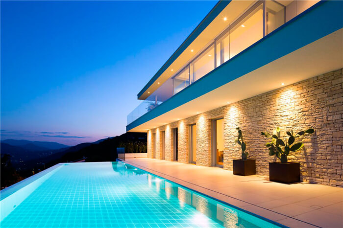 a grand villa has a marvelous swimming pool that uses light blue tiles.jpg