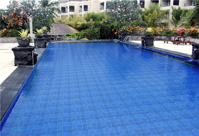 residential pool installed with wavy surface porcelain mosaic tiles.jpg